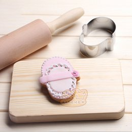 sandwich cutters Australia - 10pcs Baby shoes cookie cutter Metal biscuit tool Fruit die cut Sushi stamp sandwich mold baking cake pastry tools cupcake topper