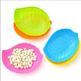 $enCountryForm.capitalKeyWord NZ - New Creative Multicolor Leaf-shaped Dish Fruit Candy Cookie Plate Plastic Candies Dishes Melon Seeds Snack Plate Free Ship