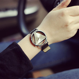 Wholesale Woman Mens Retro Design Leather Band Analog Alloy Quartz Wrist Watch New Arrival Ladies Casual Bracelet Watch