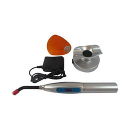 Lampe dentaire dentaire de traitement de la lumière LED de polymérisation sans fil de 5W / fil 1500mw différents modèles disponibles