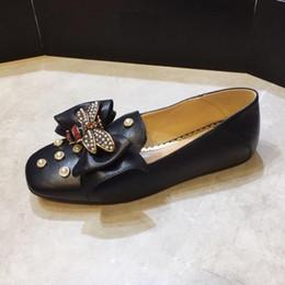 Diseñador de la marca Mujer zapato de vestir de cuero de vaca Slip-on Mocasines Mocasines Golden Butterfly Loafers Office Lady Pearl Zapato de novia, 35-41