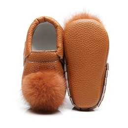 $enCountryForm.capitalKeyWord UK - Newborn Baby Girls Boys Soft Bottom Autumn Fashion Shoes Big Fur Ball With Fringe First Walkers Toddler Infant Moccasins