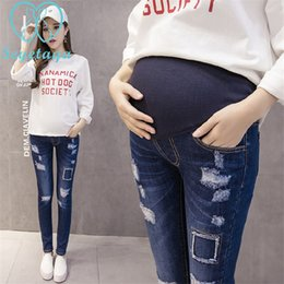 7ab1eeda0 1609   Open Season Ripped Hole Denim Jeans de maternidad Cintura elástica  Lápiz Pantalones Ropa para mujeres embarazadas Pantalones de embarazo