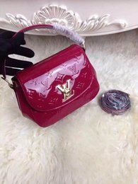 Diamond Floats Australia - Floating patent leather M90949 HANDBAGS SHOULDER MESSENGER BAGS TOTES ICONIC CROSS BODY BAGS TOP HANDLES CLUTCHES EVENING