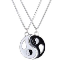 Großhandel 2 STÜCKE Beste Freunde Halskette Schmuck Yin Yang Tai Chi Anhänger Paare Gepaart NecklacesPendants Liebhaber Valentinstag Geschenk