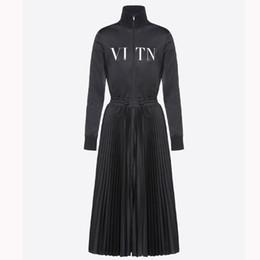 2018 Designer Femme Robes À Manches Longues Automne Nouveau Un Mot Plus Velours Robe De Luxe De Taille Plissée Minceur Robe Noire Femmes Vêtements