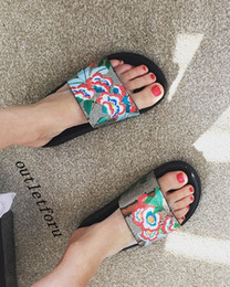 $enCountryForm.capitalKeyWord Australia - fashion flower print leather slides flip flops mens womens causal beach rubber slippers indoor flats scuffs with box