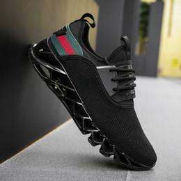 2018 حار بيع الرجال تحلق نسج الأحذية الرياضية مبيعات ساخنة جديدة عارضة الأحذية انفجارات شفرة الأحذية الرياضية الشحن المجاني