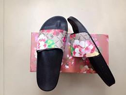 2018 nova chegada moda das mulheres dos homens marca sapatos de flores e confortável ao ar livre sandálias flat praia chinelos