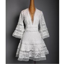 649e4f2af3766c1 США 2018 женщин летний модельер взлетно-посадочной полосы V шеи кружева  вышивка повседневная партия мини-платье женский vestido