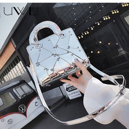 Female Patent Leather Bags Canada - 2018 Luxury Brand Messengers Bags Handbags Silver Party Wedding Clutch Bag Female Hologram Laser Patent Leather Crossbody Bag