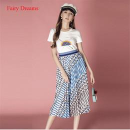 fad76e753 Conjunto de 2 piezas de mujer Tops y falda de cintura alta trajes de verano  2018 Nuevo estilo de moda jersey de impresión blanca Camiseta Fairy Dreams