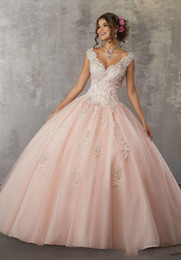Make tulle proM dress online shopping - 2019 V Neck Quinceaneara Dresses Ball Gown vestidos de quinceanera Keyhole Back sweet dresses Floor Length Prom Gowns