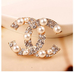 Wholesale Factory Sell Top Quality Luxury Celebrity design Letter Pearl diamond brooch Fashion Letter Star Metal Buckle brooch With Box
