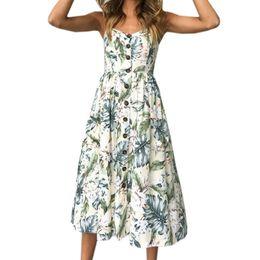 57232ac77b82 Summer Beach Women Dress Boho 2019 Ragazze Vestiti a righe Sexy della  cinghia di spaghetti Midi Sundress Fashion Party bottoni Tasche GV914