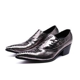 8892d3a8b0aa94 Mode dentelle design argent verni robe de mariée en cuir chaussures hommes  hauts talons souper pointu orteils bars carrière chaussures de travail