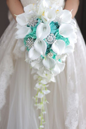 Calla brooCh online shopping - 2018 High end Custom White Calla Lilies Mint Green Rose Hydrangea DIY Pearl Crystal Brooch Drop Bridal Bouquet