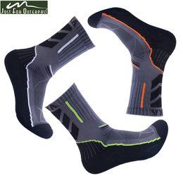 Green white striped knee hiGh socks online shopping - 3 Pair Men Brand High Top Socks Male Socks Quick Dry Breathable Absorb Sweat Antibacterial Summer Winter Socks Season