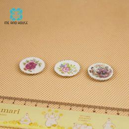 Dollhouse Miniature ornament Porcelain flower plate piatti d'arte 3 pezzi 1/12 scala me e casa
