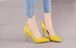 Shoes Women Fashion Style Canada - England Style Women New Fashion Pointed Toes Stiletto Heel High Heel Hot Sale Women Spring Shallow Mouth Rivet Single Shoes Free Shipping