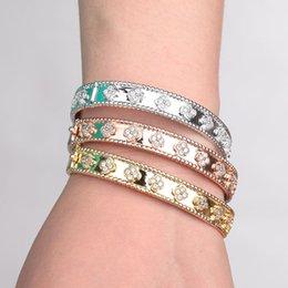 Großhandel HONGHONG 2018 Zirkonia Armreifen Armbänder Für Frauen Edlen eleganten Stil Kaleidoskop schmücken Armreifen Geschenk für Mutter L18101305