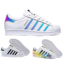 various colors a6736 d998d Adidas yeezy boost 350 700 Originals Superstar White Hologram Iridescent  Junior Superstars 80s Pride Sneakers Super Star Donna Uomo Athletic Scarpe  da corsa ...