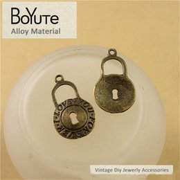 $enCountryForm.capitalKeyWord Canada - BoYuTe (100 Pieces Lot) 22*13MM Vintage Lock Accessories Antique Bronze Plated Zinc Alloy Lock Pendants for Jewelry Making Diy Necklace