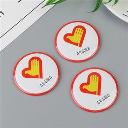 Made in China Trasferimento termico promozionale scuola riflettente Tin Tin Security nome magnetico Button Metallo personalizzato Pin Badge emblema
