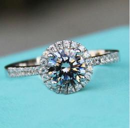925 Серебряные ювелирные изделия Твердые серебряные кольца Набор Sona CZ Big Diamond Обручальные кольца для женщин