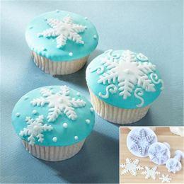 $enCountryForm.capitalKeyWord Australia - Food grade plastics 3pcs set Snowflake Fondant Cookie Cutter Xmas Decorating Baking Tools Kit Cake molds