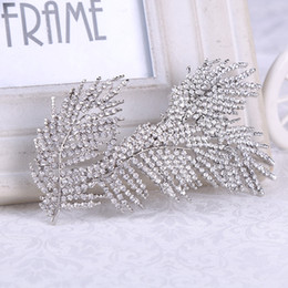 $enCountryForm.capitalKeyWord NZ - Luxurious Crystals Leaves Bridal Hair Combs Hair Accessories Cheap Bridal Jewelry Hair Tiaras New Bridal Hairpieces Wholesale