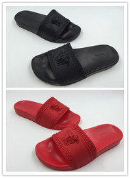 d23b85f30366c 2018 Hot Brand Men Beach Slide Sandals Medusa Scuffs Slippers Mens Black  White Red Beach Fashion Slip-On Designer Sandals Us 7-11