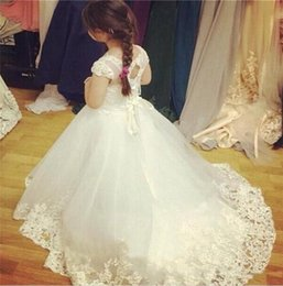 modest christmas wedding dresses 2019 - 2018 Puffy white Princess ball gown Flower Girls Dresses for wedding cape keyhole modest country jewel tulle skirt Commu