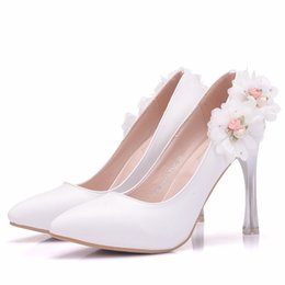 $enCountryForm.capitalKeyWord Canada - New Fashionl White Lace Flowers pointed toe shoes for women 10cm heels Beautiful wedding shoes thick heel shoes Plus Size