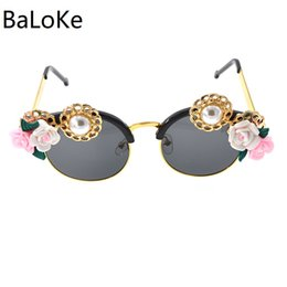 $enCountryForm.capitalKeyWord UK - Handmade Luxury Baroque Retro Sunglasses Fashion Women Rose Flower Sunglasses Round Beach Eyewear For Vacation Summer Style