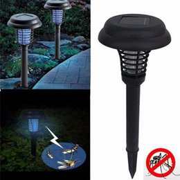 Wholesale Solar Powered Mosquito Killer environmentally LED UV Night Lamp Outdoor Garden Insect Pest Bug Zapper Mosquito Killer Lamp