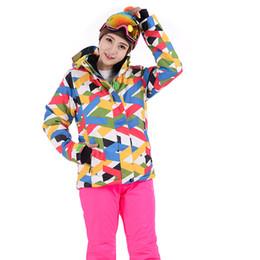 c2c7320f0aef 2018 nuove donne di alta qualità tuta da sci femminile giacca da neve e  pantaloni antivento impermeabile vestiti colorati vestito da snowboard  inverno