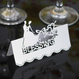 $enCountryForm.capitalKeyWord UK - Laser Cut Place Cards Hollow Paper Name Card With Lovers For Party Wedding Seating Cards Wedding Table Decorations PC2006