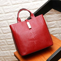 $enCountryForm.capitalKeyWord NZ - New Fashion Female Geniune leather handbag full-grain leather Pack Alligator Shoulder Messenger cross body bag Occident Style A0875