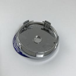 Venta al por mayor de 60 mm 5 pines base cromada azul Rueda Centro hub Etiqueta engomada de la tapa Llantas de coche Emblema UN02 para benz para llanta universal