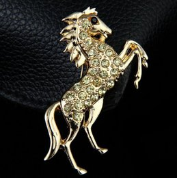 $enCountryForm.capitalKeyWord NZ - Fashion Gold Tone Animal Horse Lapel Pins Crystal Corsage Men Boy Suit Shirt Clothing Accessory Brooches Chic Jewelry 5.7*7.2cm