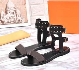 d9ecb64e08188e 2018 neue angekommene luxuriöse Frauen flache Sandalen Schuhe Mode Mädchen braun  Sandalen Sommer Casual Flip Flop Schuhe 35-41 mit Box