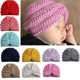 Niños lindos del bebé de punto gorros de la gorrita tejida Pink Boys niñas  hecho a mano de ganchillo sombreros invierno turbante sombreros f53a645f585