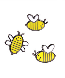 Discount bee collar pin Wholesale Cute Small Flying Bumblebee Honey Bee Enamel Lapel Pin Hat Shirt Coat Jacket Accessories collar Pins