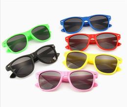 15147bba26 Marca de moda Niños Gafas de sol Niño Negro Gafas de sol Anti-uv Bebé Gafas  de sol Sombrero de niña Chico Sunglass to718