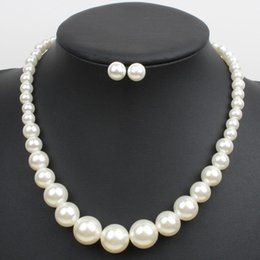 Jewelry Fashion Bead Necklaces NZ - 2018 New Simple Pearl Strand Short Clavicle Choker Necklaces with Earrrings Fashion Beaded Beads Big Pearl Jewelry Wholesale