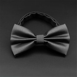 Wedding Cravat Ties Canada - Men's bowtie Butterfly Cravat Wedding commercial bow ties Cravats Accessories men's women's Korean bow tie for Ladies 2018