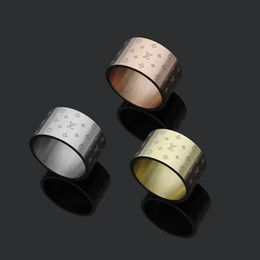 Venta al por mayor de 2019 Moda Popular Diseñador de Marca de Joyería Europea y Americana Tono de Acero Inoxidable 12mm de ancho hombres mujeres anillos de boda