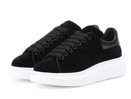 Queen B Dresses UK - 2018 Velvet Black Mens Womens Queen Shoe Beautiful Platform Casual Sneakers Luxury Designers Shoes Leather Solid Colors Dress Shoe 82035
