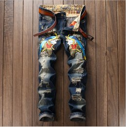 NewSoSoo Men Persoanl Bordado Tiger Magpie Ripped Hole Jeans Casual Distressed Slim Fashion Denim Hombre Pantalones Pantalones largos